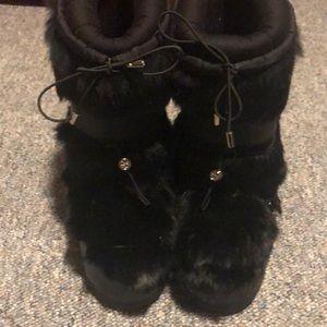 0ae76871b053 Women s Tory Burch Fur Boots on Poshmark